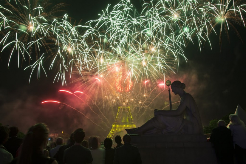 148484-le-feu-d-artifice-du-14-juillet-2015-a-paris-la-video